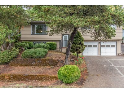 Milwaukie Single Family Home For Sale: 4420 SE Mark Kelly Ct