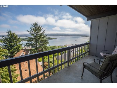 Coos Bay Condo/Townhouse For Sale: 290 N 3rd Ct #16