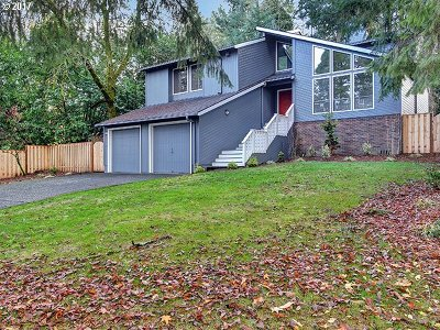 Portland Single Family Home For Sale: 550 SW Riverside St