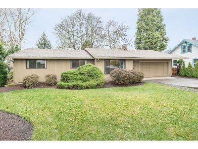Milwaukie Single Family Home For Sale: 14611 SE Linden Ln