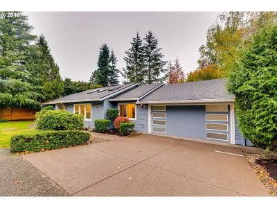 Lake Oswego Single Family Home For Sale: 1451 Greentree Cir