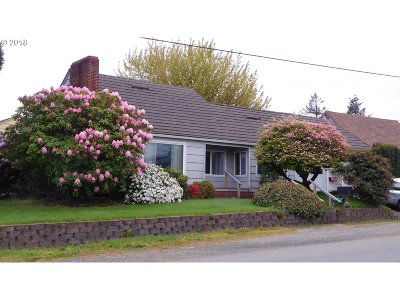 Coos Bay Single Family Home For Sale: 372 D St