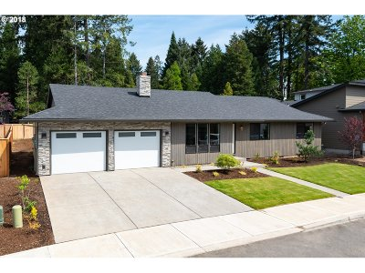 Clackamas Single Family Home For Sale: 14521 SE Lynda May Dr