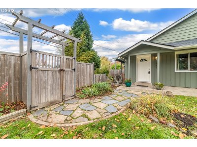 Springfield Single Family Home For Sale: 6395 Main St