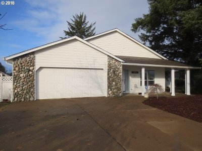 Lincoln City Single Family Home For Sale: 5469 NE Voyage Ave