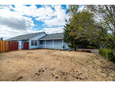Molalla Single Family Home For Sale: 520 Pegasus Ct