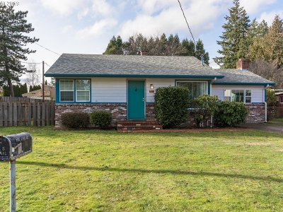Portland Single Family Home For Sale: 2741 SE 153rd Ave
