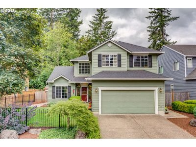 Lake Oswego Single Family Home For Sale: 17143 Rebecca Ln