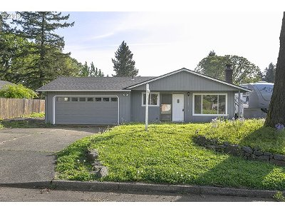 Oregon City Single Family Home For Sale: 11485 Finnegans Way