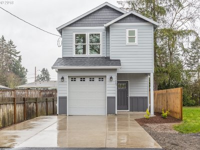 Clackamas Single Family Home For Sale: 15645 SE Rainier Ave