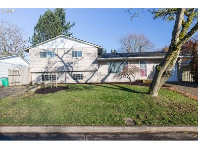 Single Family Home For Sale: 15241 SE Clay Ct