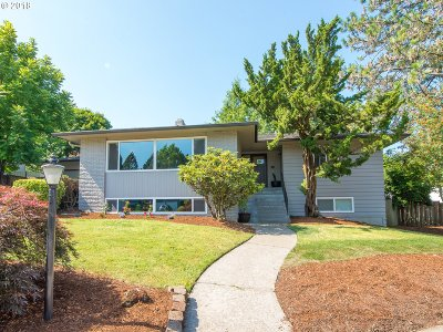 Single Family Home For Sale: 11870 SW Hillcrest Ct