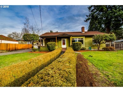 Milwaukie Single Family Home For Sale: 3335 SE Lake Rd