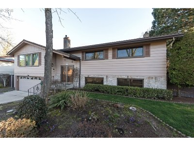 Single Family Home For Sale: 5715 SE Byron Dr