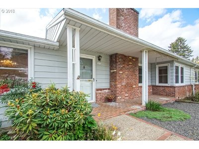 Portland Single Family Home For Sale: 2212 SW Sunset Dr