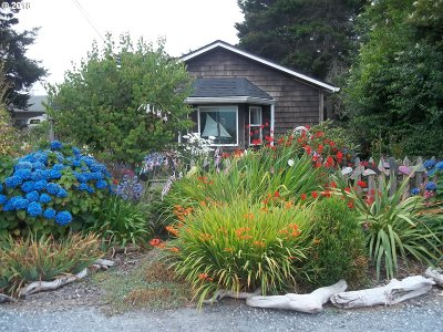 Bandon Single Family Home For Sale: 882 1st St SE