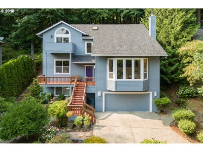 Portland Single Family Home For Sale: 10725 SW Lancaster Rd