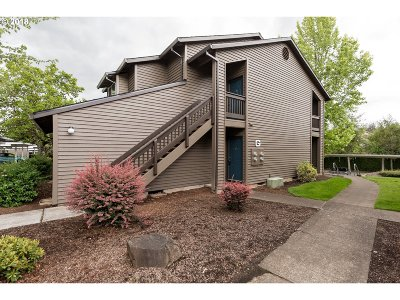 Beaverton Condo/Townhouse For Sale: 9335 SW 146th Ter #G-4