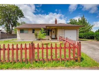 Portland Single Family Home For Sale: 3843 SE 102nd Ave