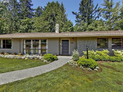 Portland Single Family Home For Sale: 3833 SW 52nd Pl