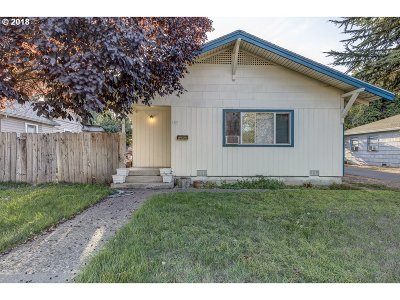 Medford Single Family Home For Sale: 107 Crater Lake Ave