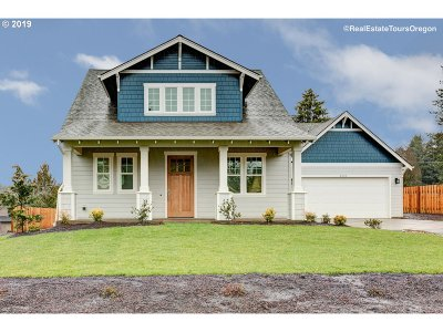 Milwaukie Single Family Home For Sale: 4505 SE Manewal Ln