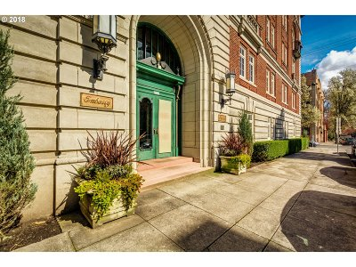 Condo/Townhouse For Sale: 2015 NW Flanders St #304