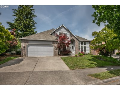 Troutdale Single Family Home For Sale: 433 SW 25th Cir