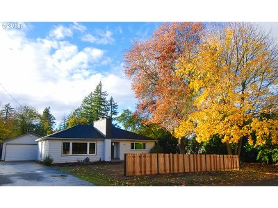 Portland Single Family Home For Sale: 9833 SW 48th Ave