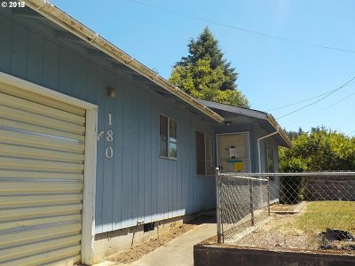 Coquille Single Family Home For Sale: 180 N Vernon