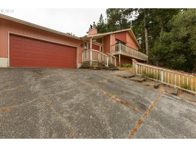 North Bend Single Family Home For Sale: 2411 Montana