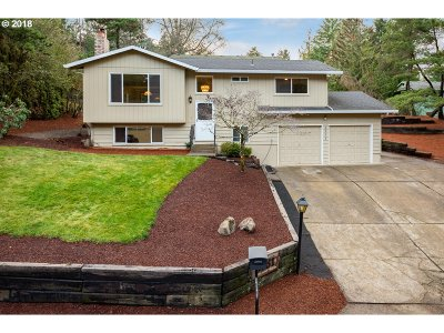 Portland Single Family Home For Sale: 8531 SW 49th Ave