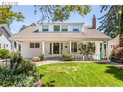 Portland Single Family Home For Sale: 6112 SE 17th Ave