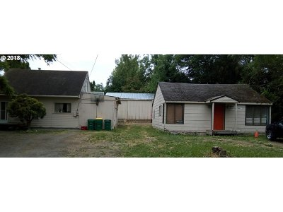 Beaverton Single Family Home For Sale: 10540 SW Laurel St