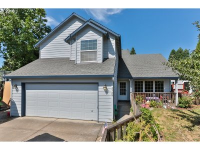 Milwaukie Single Family Home For Sale: 4739 SE Logus Rd