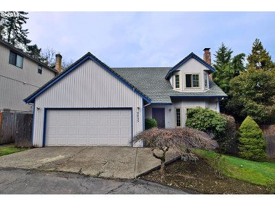 West Linn Single Family Home For Sale: 2455 College Hill Pl