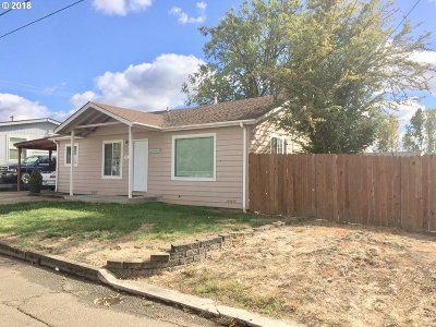 Roseburg Single Family Home For Sale: 563 NE Clover Ave