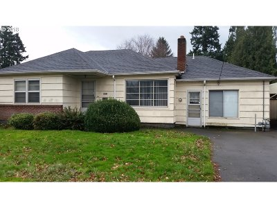 Milwaukie Single Family Home For Sale: 6412 SE King Rd