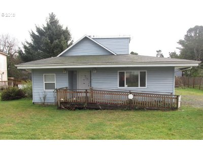 Lincoln City Single Family Home For Sale: 6716 SW Harbor Ave