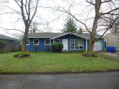 Portland Single Family Home For Sale: 2840 SE 176th Pl