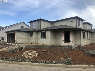 Sutherlin Single Family Home For Sale: 556 Fairway Estates Dr