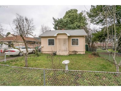 Single Family Home For Sale: 7525 SE Woodward St