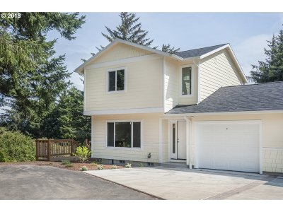 Lincoln City Single Family Home For Sale: 2280 NE Surf Ave