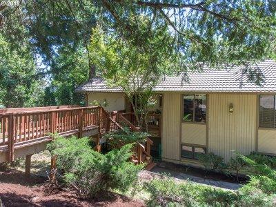 Eugene Single Family Home For Sale: 27 Marlboro Ln