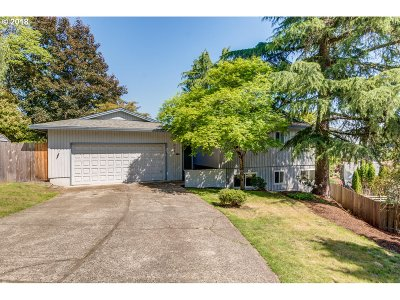 Milwaukie Single Family Home For Sale: 6033 SE Alderhill Loop