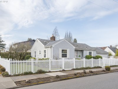 Portland Single Family Home For Sale: 3830 NE Fremont St