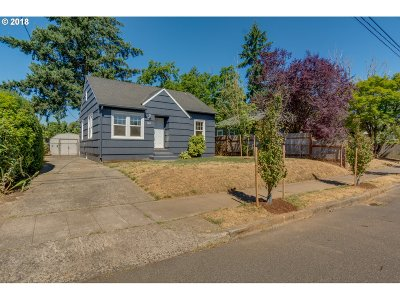 Portland Single Family Home For Sale: 5835 SE 89th Ave