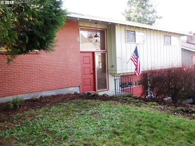 Milwaukie Single Family Home For Sale: 4916 SE King Rd