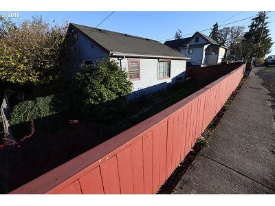 St. Helens Single Family Home For Sale: 280 S 18th St
