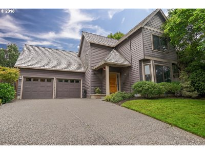 Lake Oswego Single Family Home For Sale: 5117 Greensborough Ct